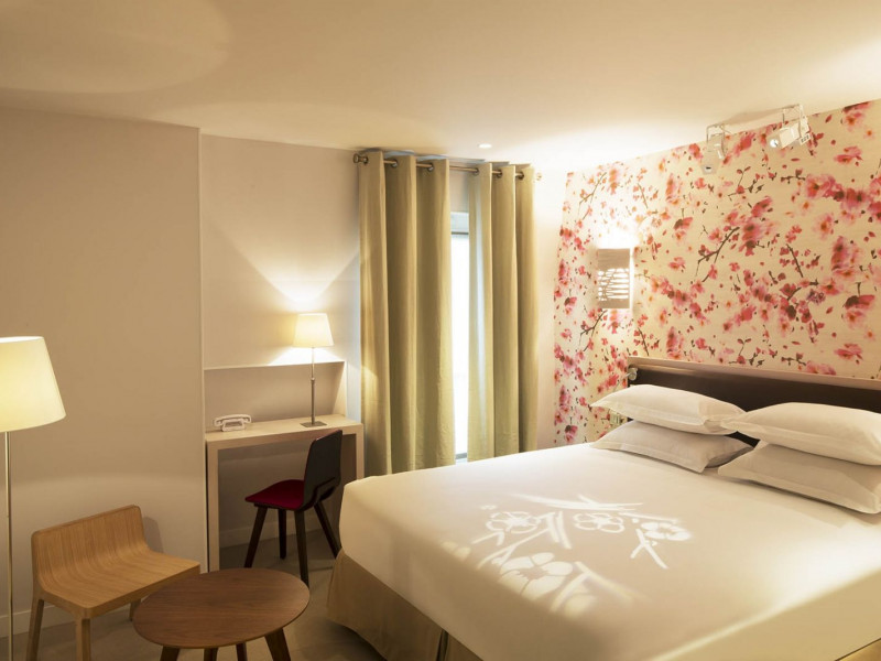 Hotel booking hotels france paris 15 eden paris for Hotel booking paris