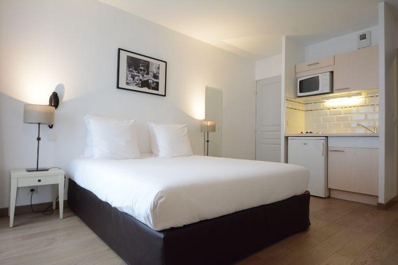 Hotel Cerise Chatou  Rue Marconi  Chatou